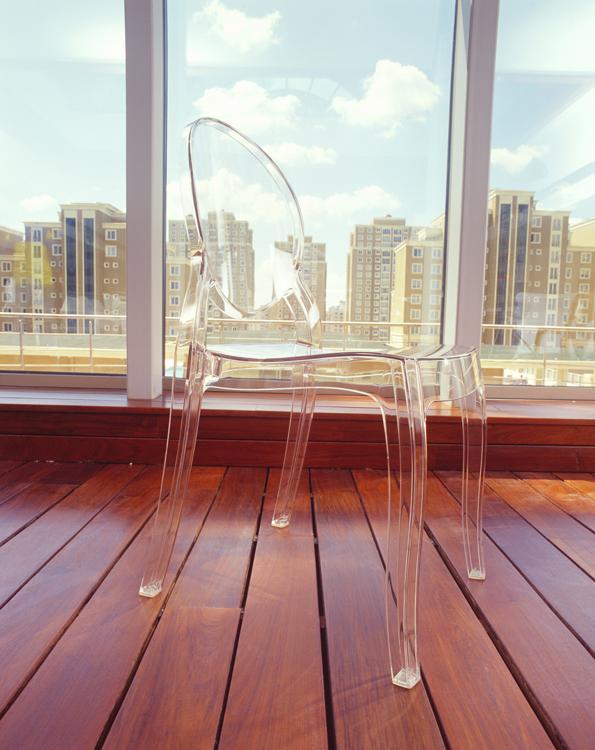 Silla Mia transparente blanco o negro - Silla apilable moderna para interior y exterior