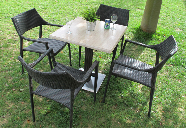 Conjunto de sillas y mesa redonda de comedor para exteriores for Mesas de comedor para exterior